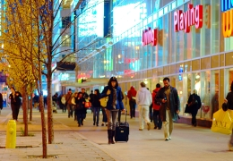Shoppers_on_Dundas_near_Yonge